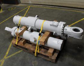 nachher: verstärkte Schwenkzapfen Hydraulikzylinder
